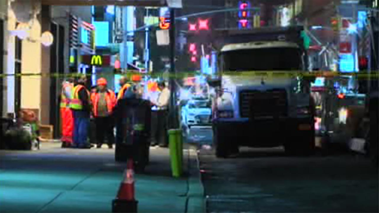 Man dead after being run over by dump truck in Midtown Manhattan