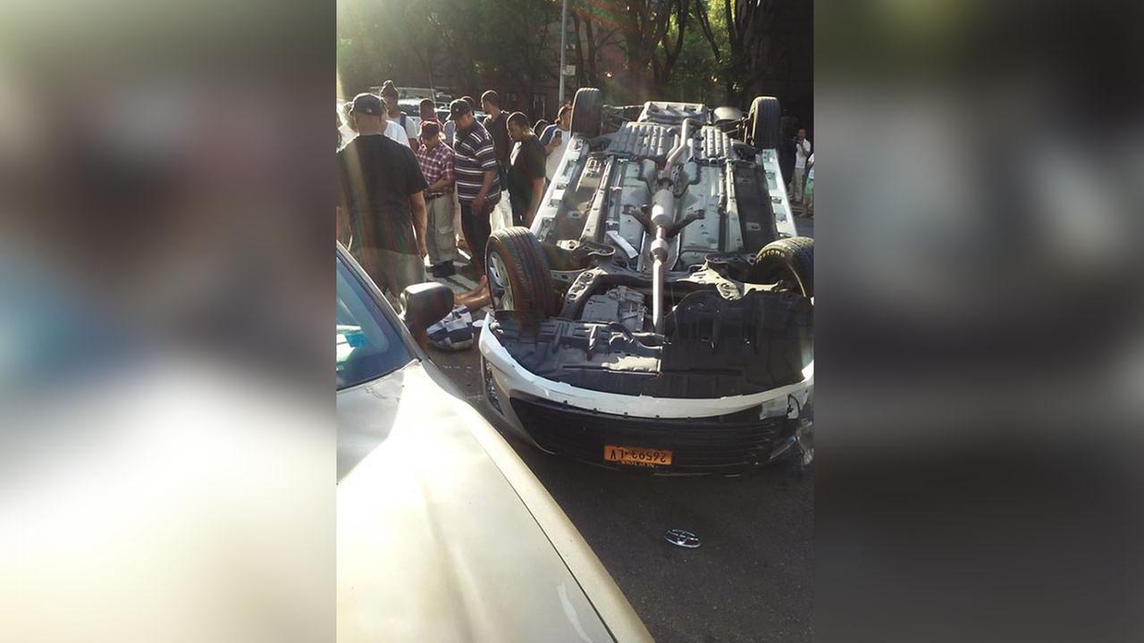 2 injured when ambulette overturns in Brooklyn crash