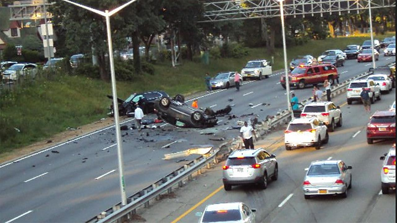 1 dead, 8 injured in multi-vehicle accident on Grand Central Parkway ...