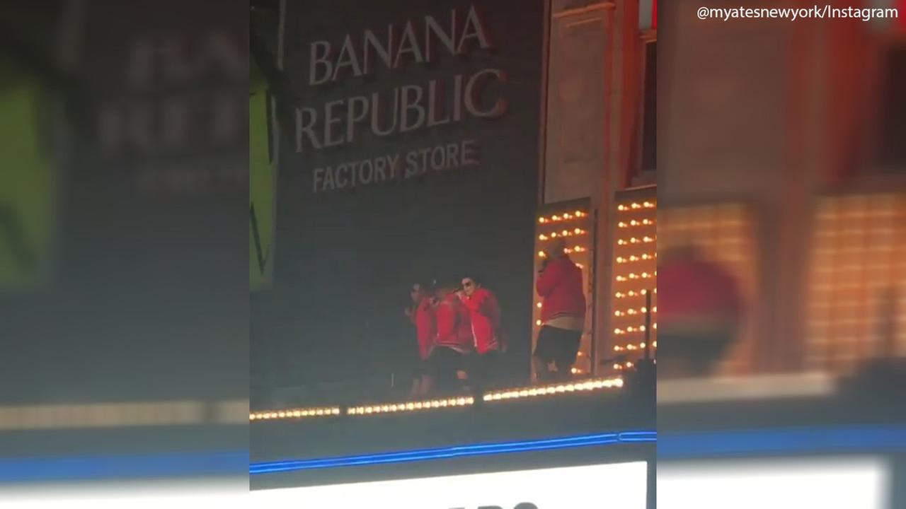 Bruno Mars surprises onlookers during music video shoot atop Apollo Theater marquee