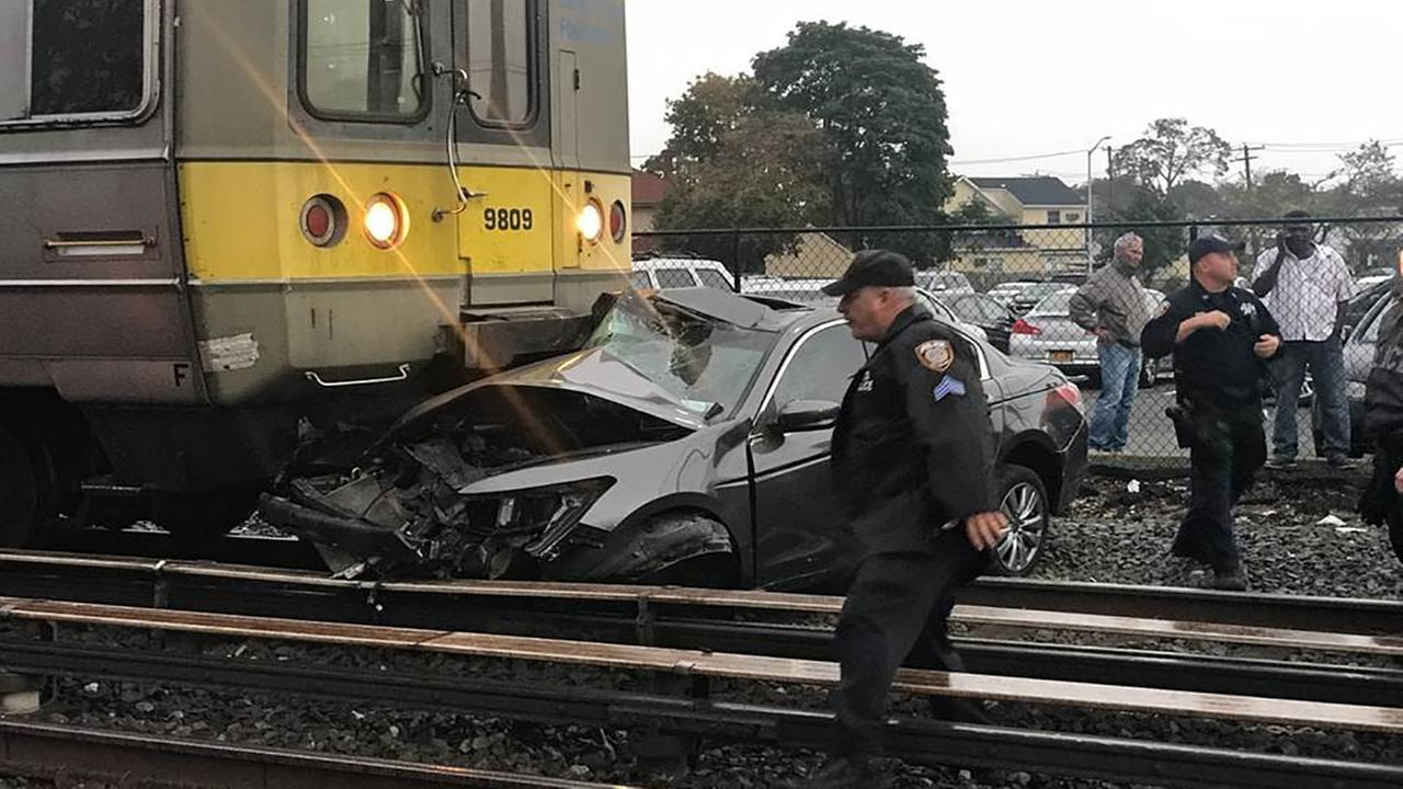 uber driver escapes just before lirr train hits car on tracks in bethpage long island. Black Bedroom Furniture Sets. Home Design Ideas