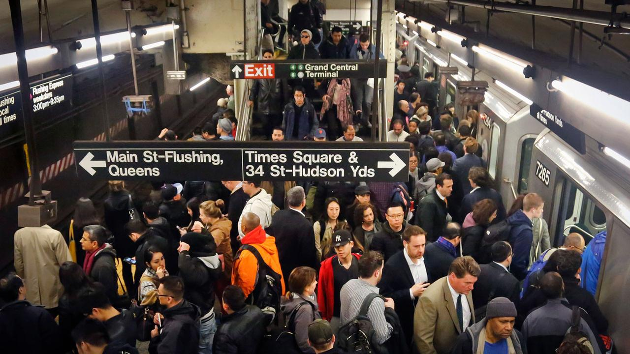 Queens woman wins 'Worst Commute' award after R train nightmare