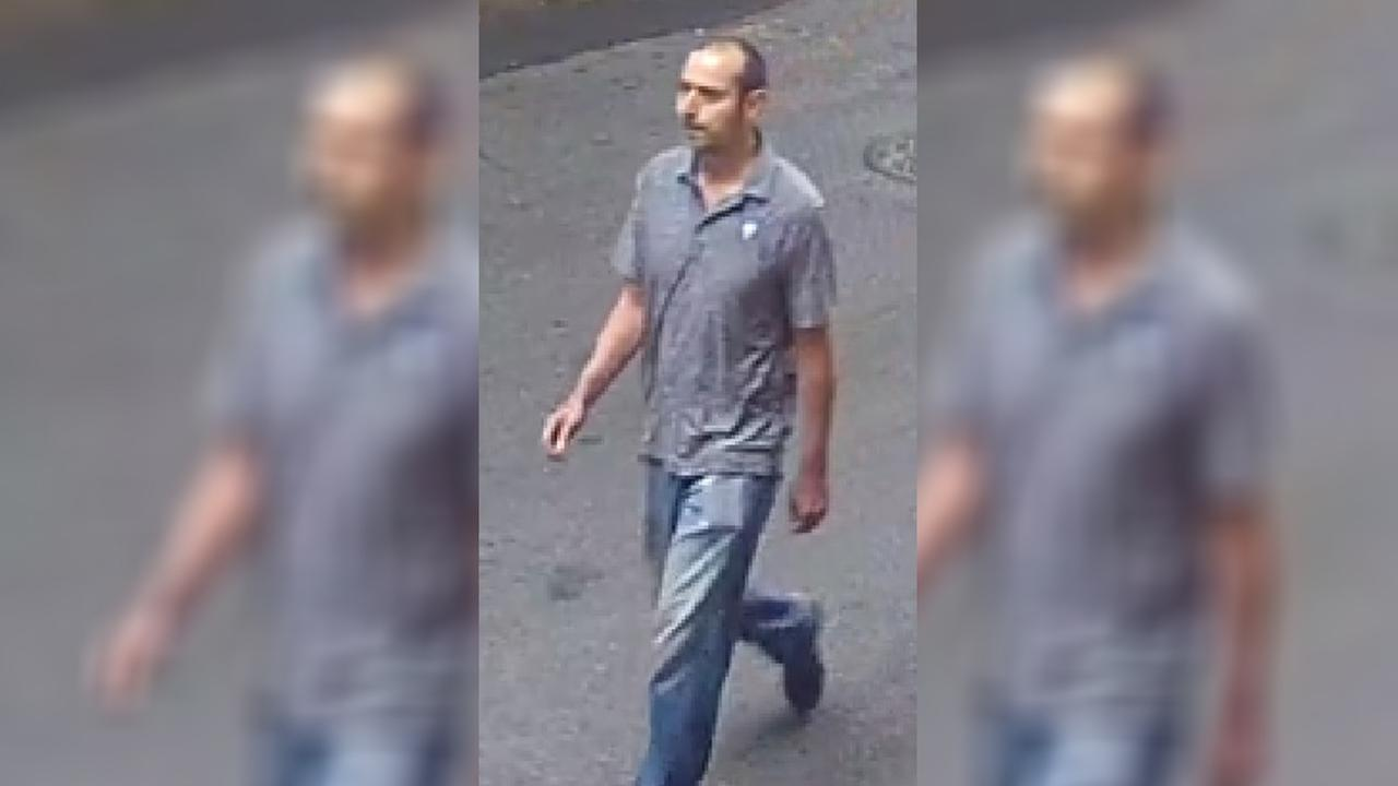NYPD searching for man who attempted to touch 10-year-old girl on Upper West Side