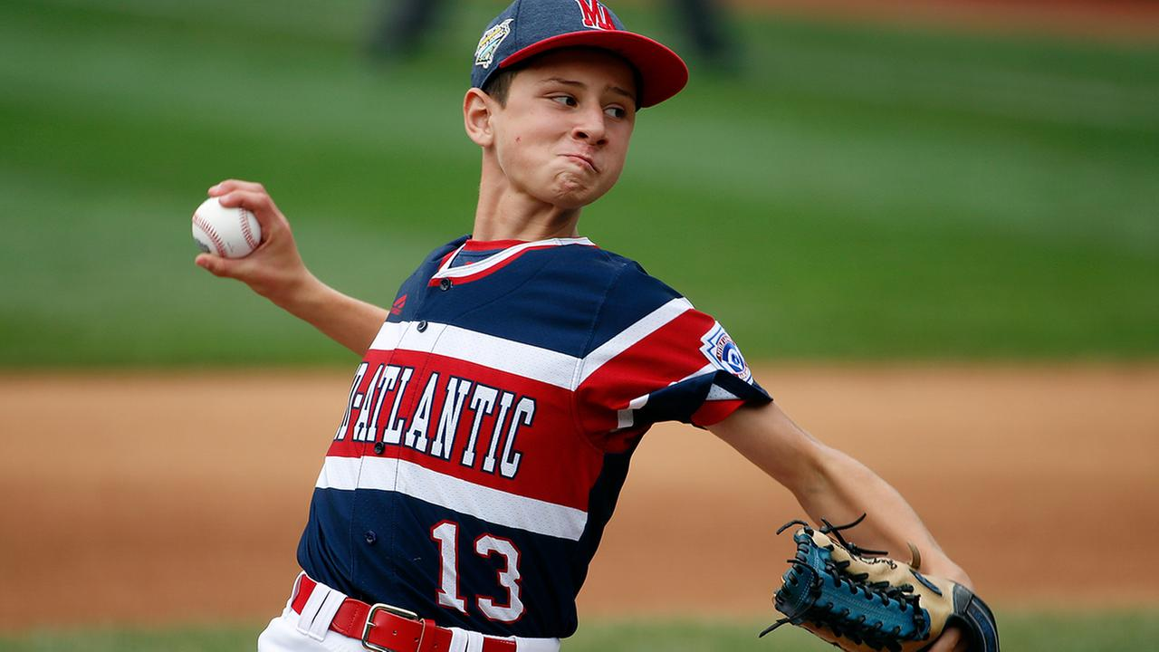 Staten Islands Gregory Bruno delivers in the second inning against Houston, Texas in United States pool play at the Little League World Series in South Williamsport, Pa.