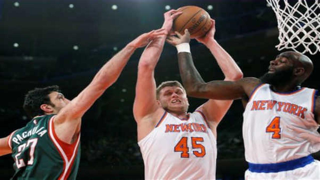 Knicks drop 11th straight in loss to Bucks