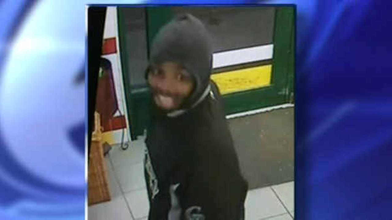 Police hunt for man who punched, robbed 11-year old girl in the Bronx