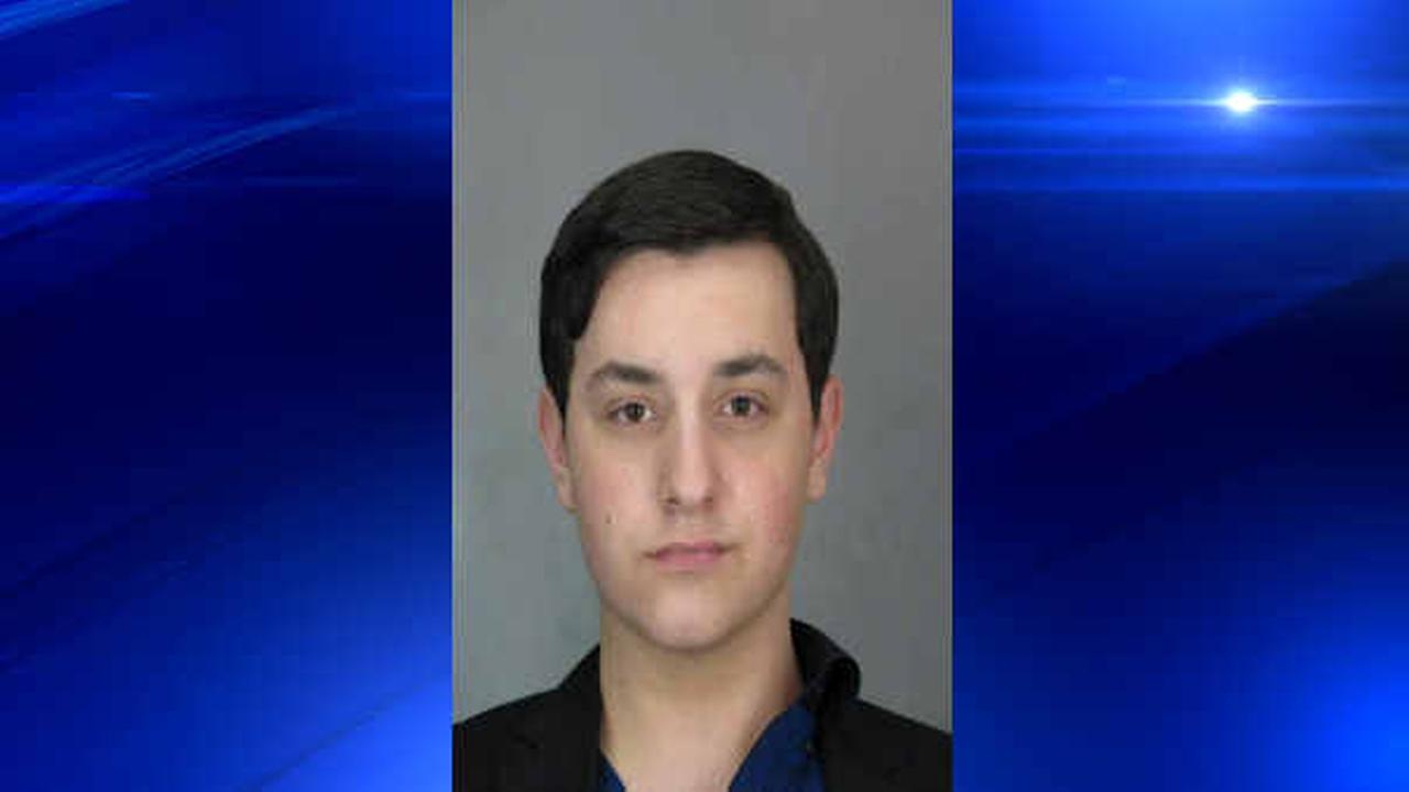 Teenager accused of impersonating NYPD officer at Long Island bar