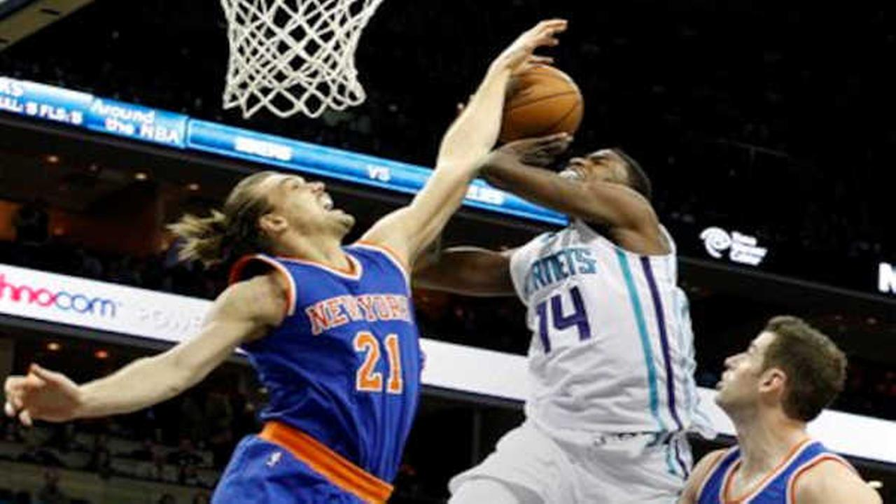 Melo-less Knicks get win streak snapped with loss to Hornets