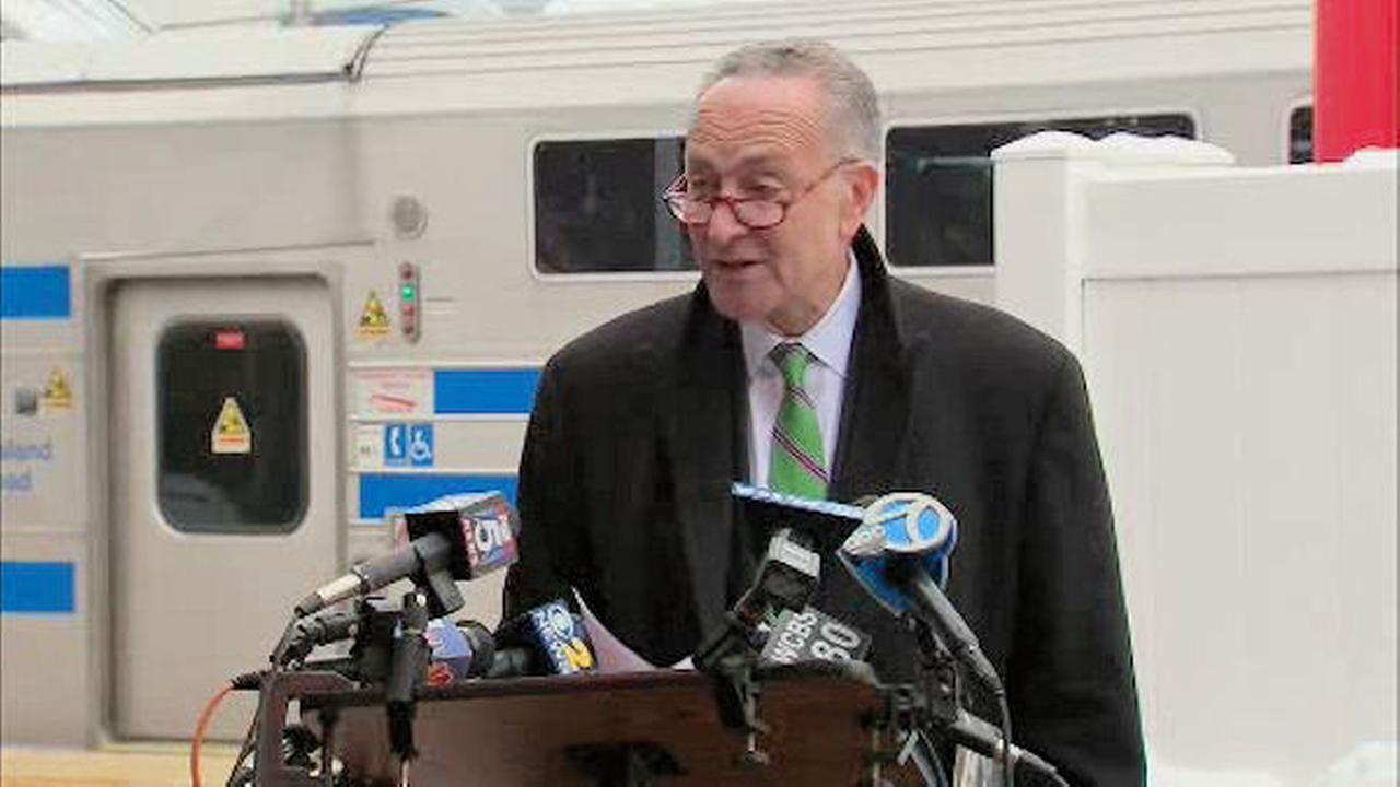Senator Charles Schumer wants apnea screenings on LIRR, not just Metro-North