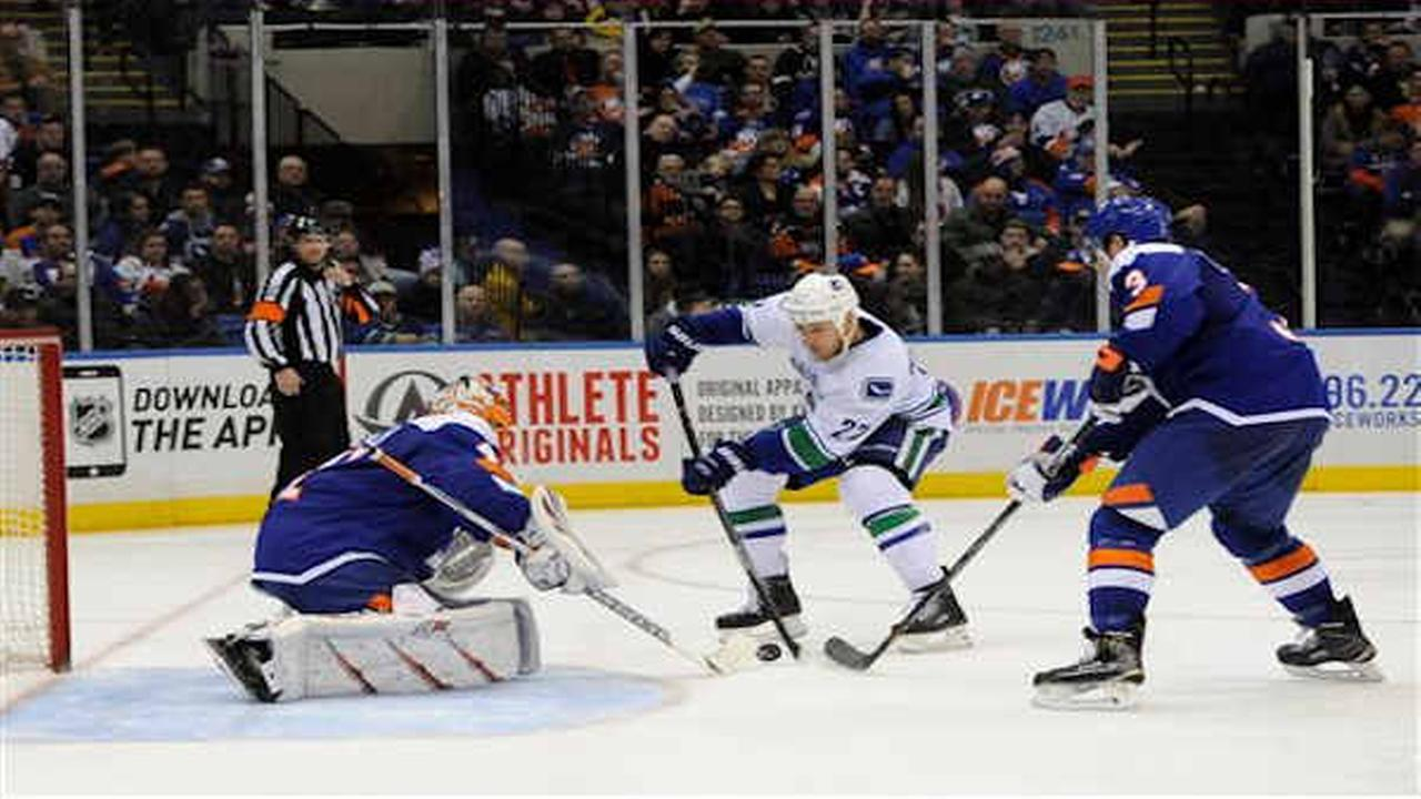 Isles lose 4-0 to Canucks