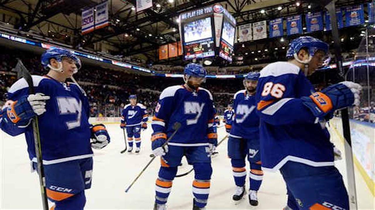 Islanders lose 5-3 to Hurricanes