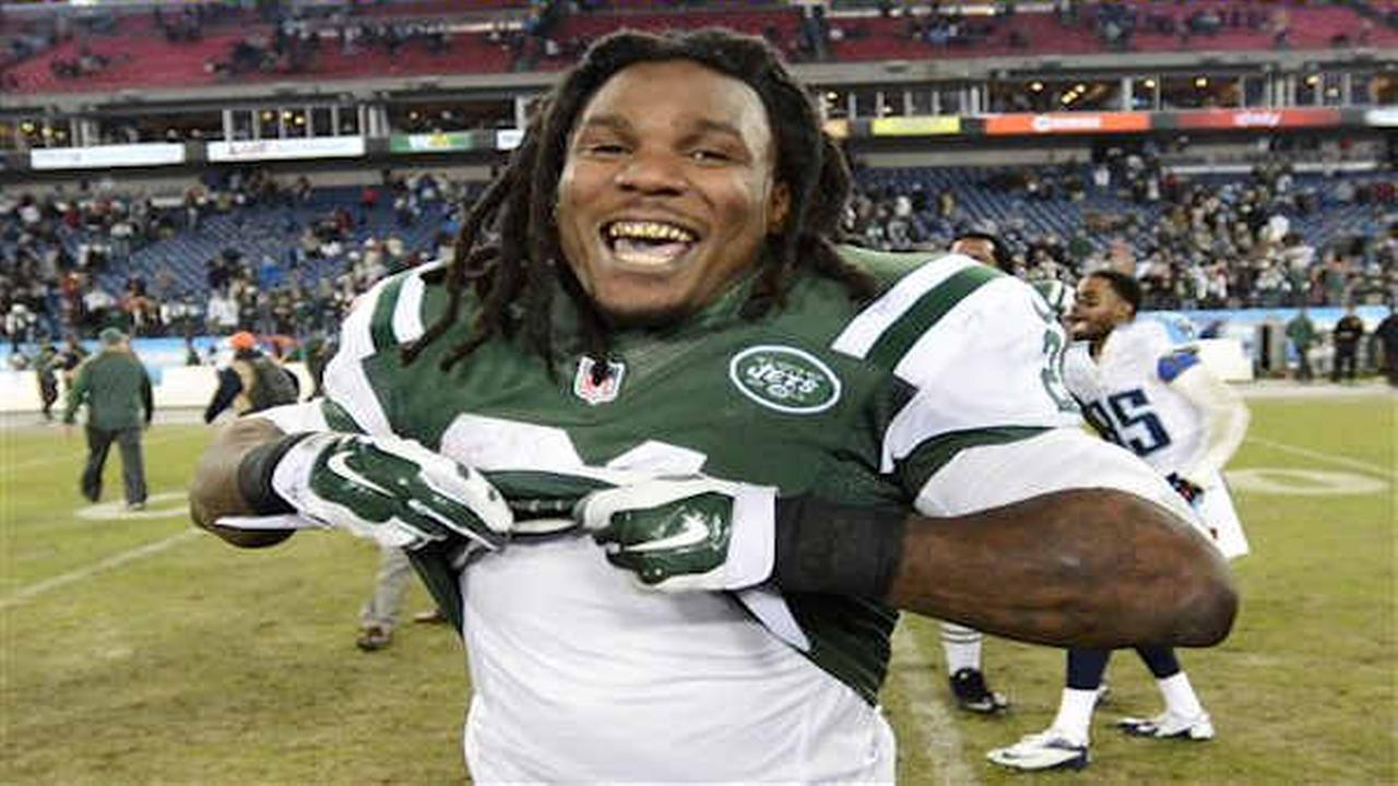 Athletes tweet well-wishes to former Jets running back Chris Johnson