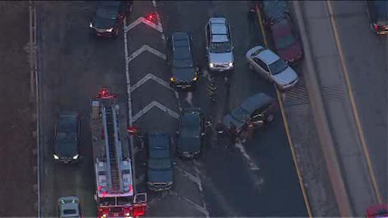 Multi-vehicle crash shuts down stretch of Henry Hudson Parkway in the Bronx