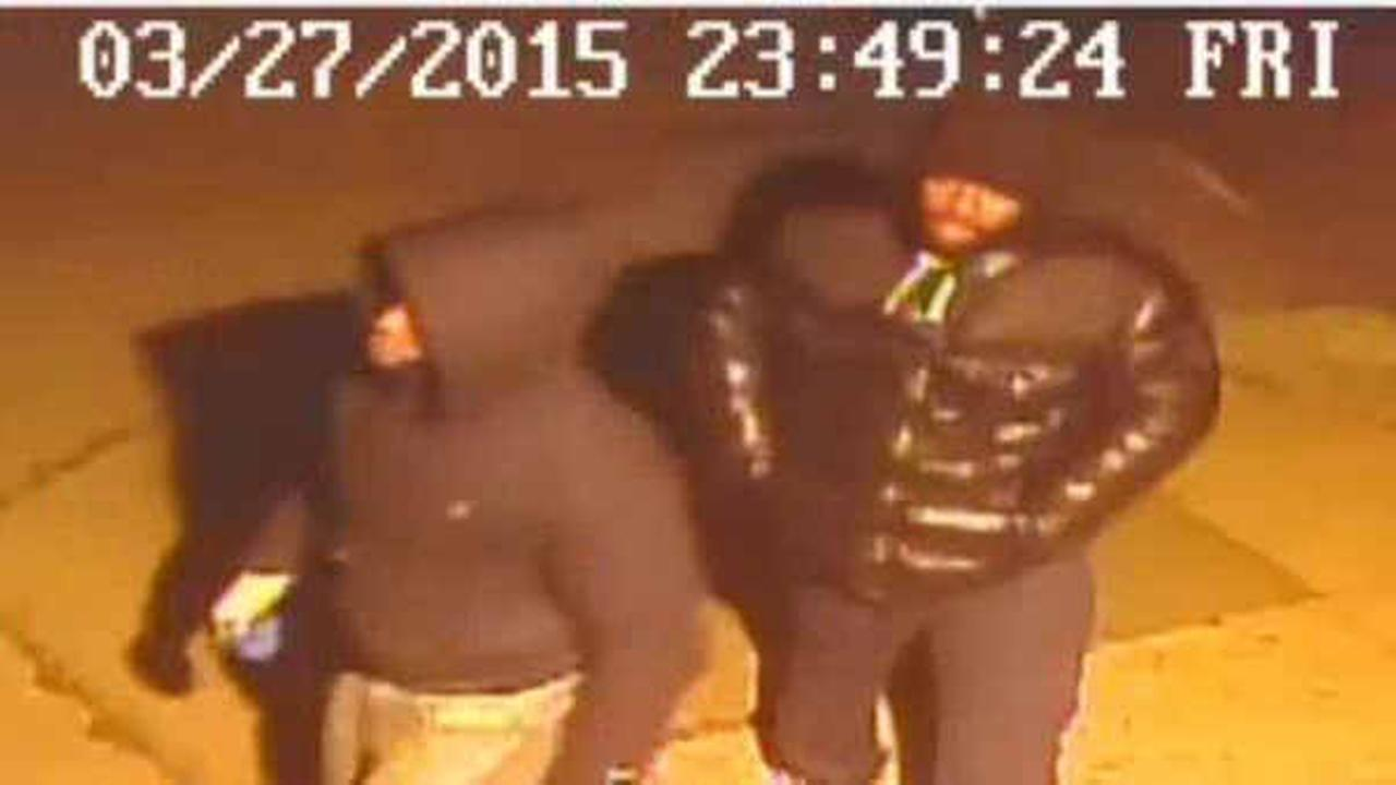 Police searching for 2 men who beat, robbed Bronx parking lot attendant