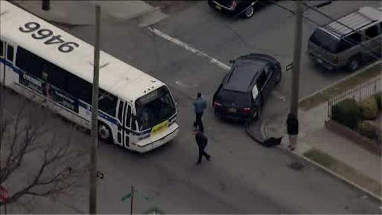 14 hurt after bus and minivan collide in Canarsie, Brooklyn