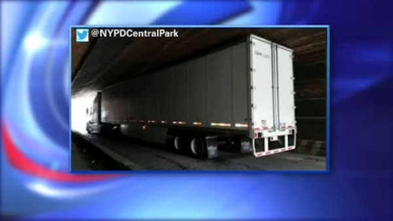 Tractor trailer becomes stuck at transverse in Central Park