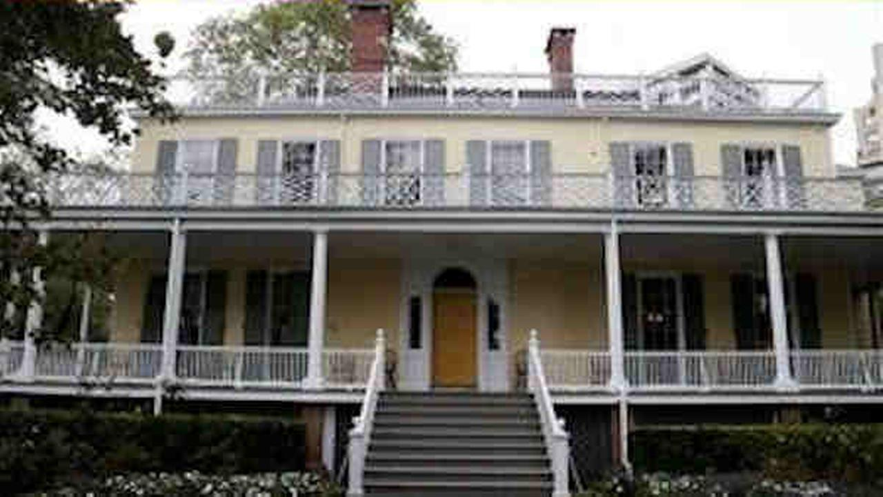 Asbestos discovered in Gracie Mansion roof, officials say