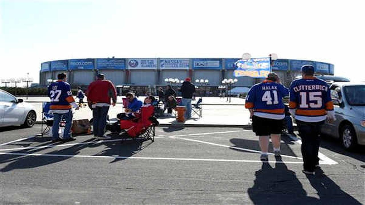 End of an Era: Islanders play last regular season game at Nassau Coliseum