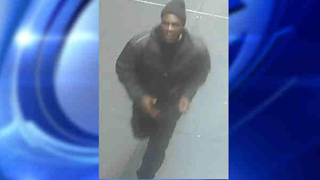 Suspect takes money from teen in Central Park robbery, police say