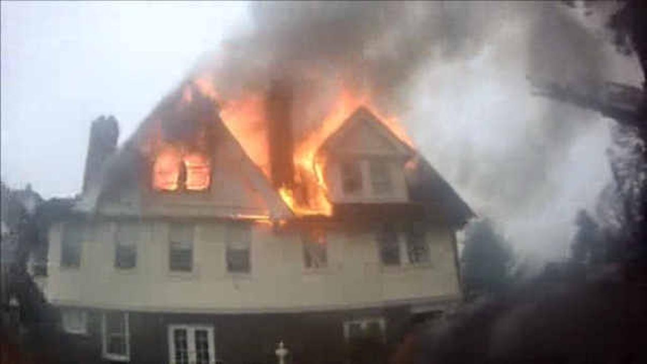 4-alarm fire burns through mansion in Rumson, New Jersey