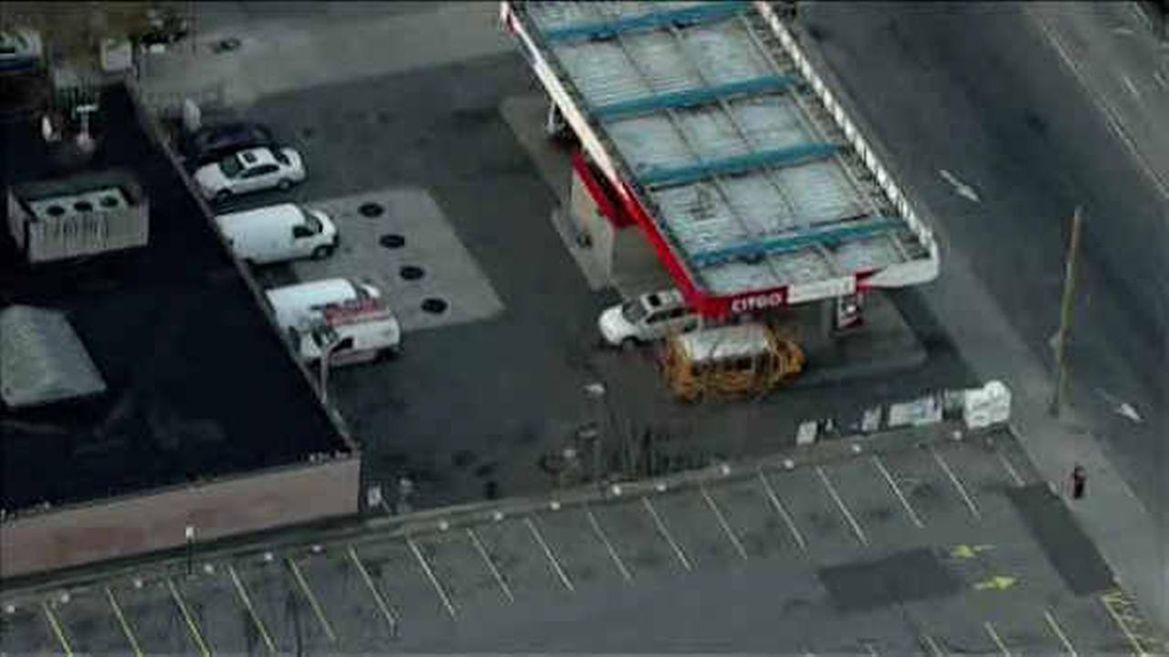Man shot at Brooklyn gas station, tries to drive himself to hospital