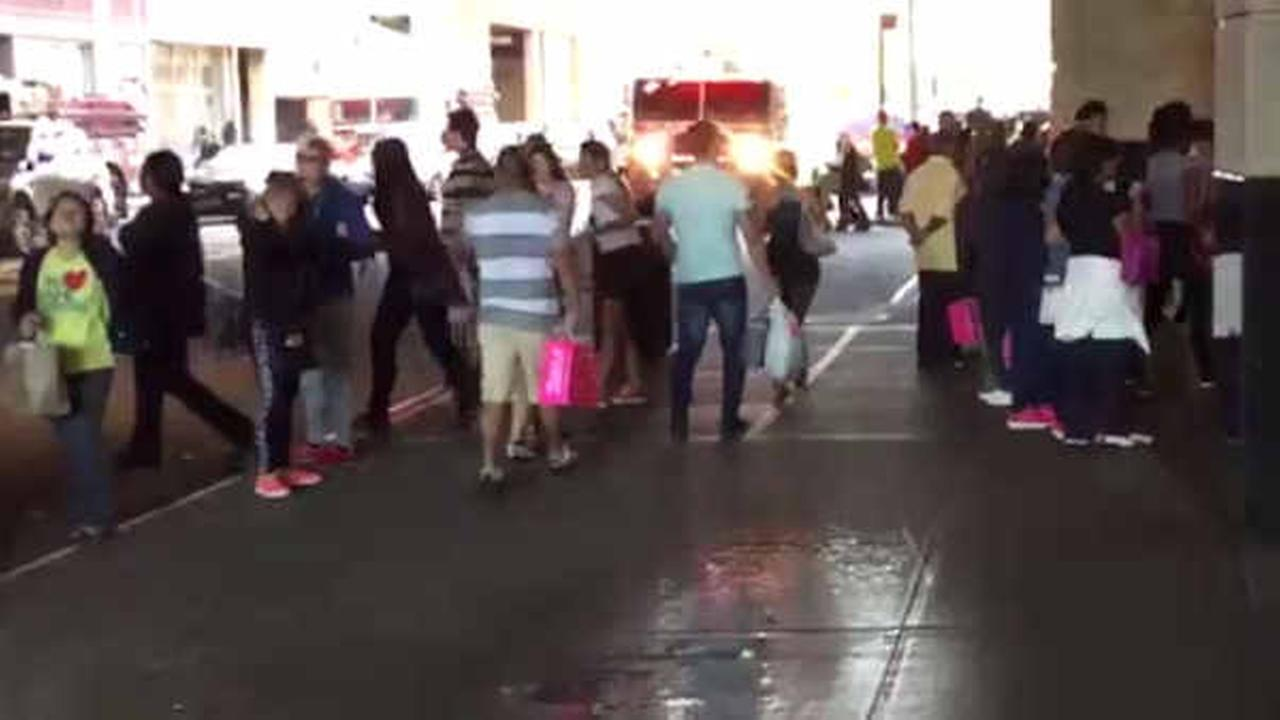 Queens Center Mall reopens after water leak prompts evacuation