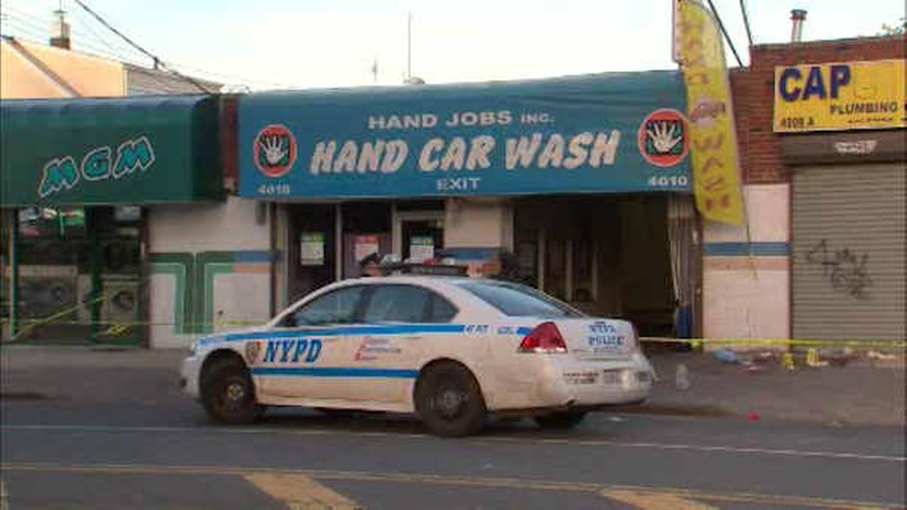 Police looking for suspect in fatal stabbing outside Bronx car wash