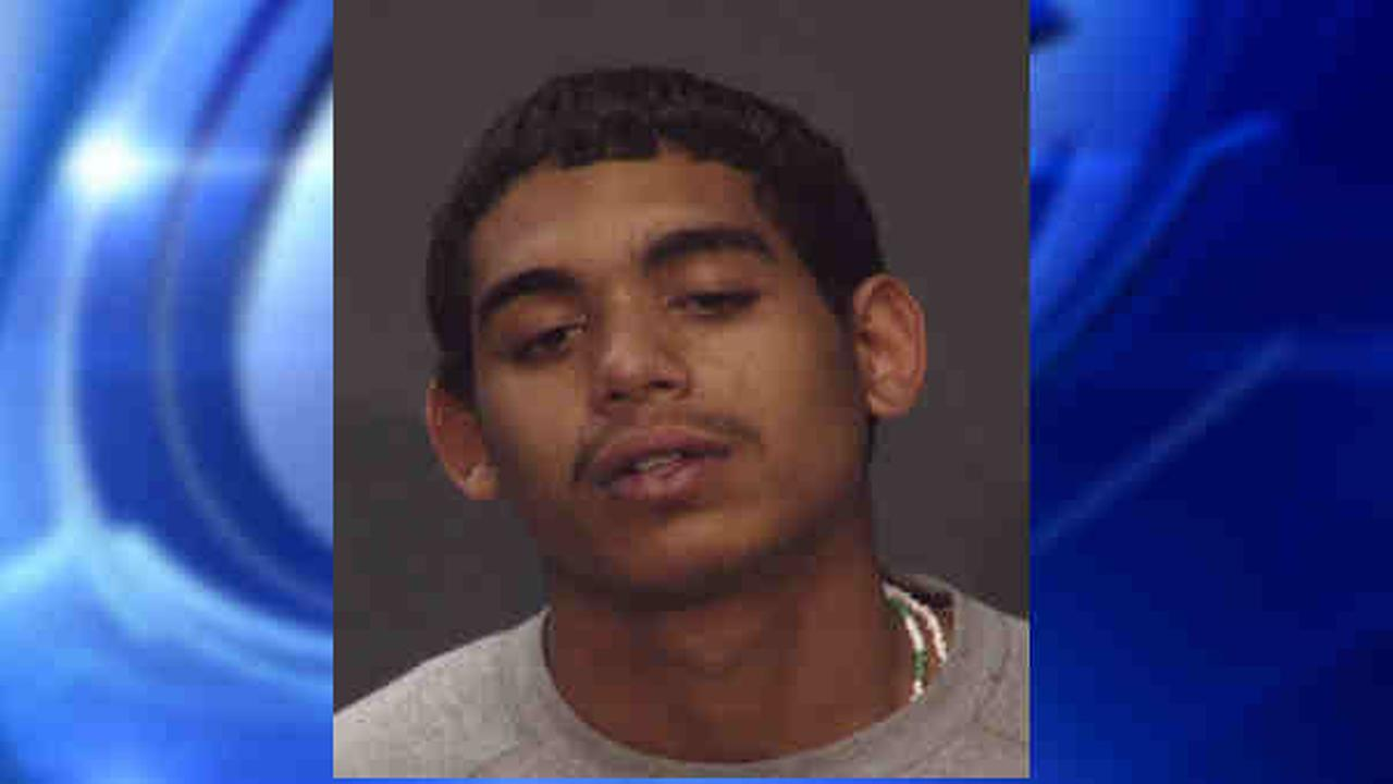 Police looking for man after Bronx shooting on Third Avenue