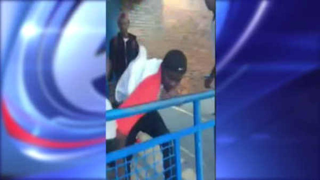 5 teenagers sought for attack, robbery of boy in the Bronx