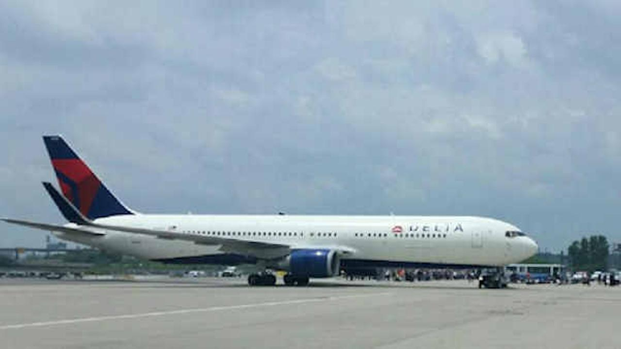 Passengers taken off plane at Newark Airport following threat