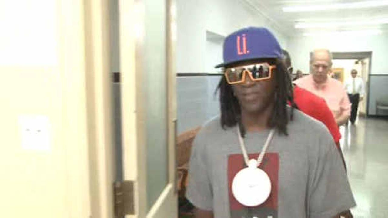 Flavor Flav delays taking plea on Long Island speeding and vehicle charges