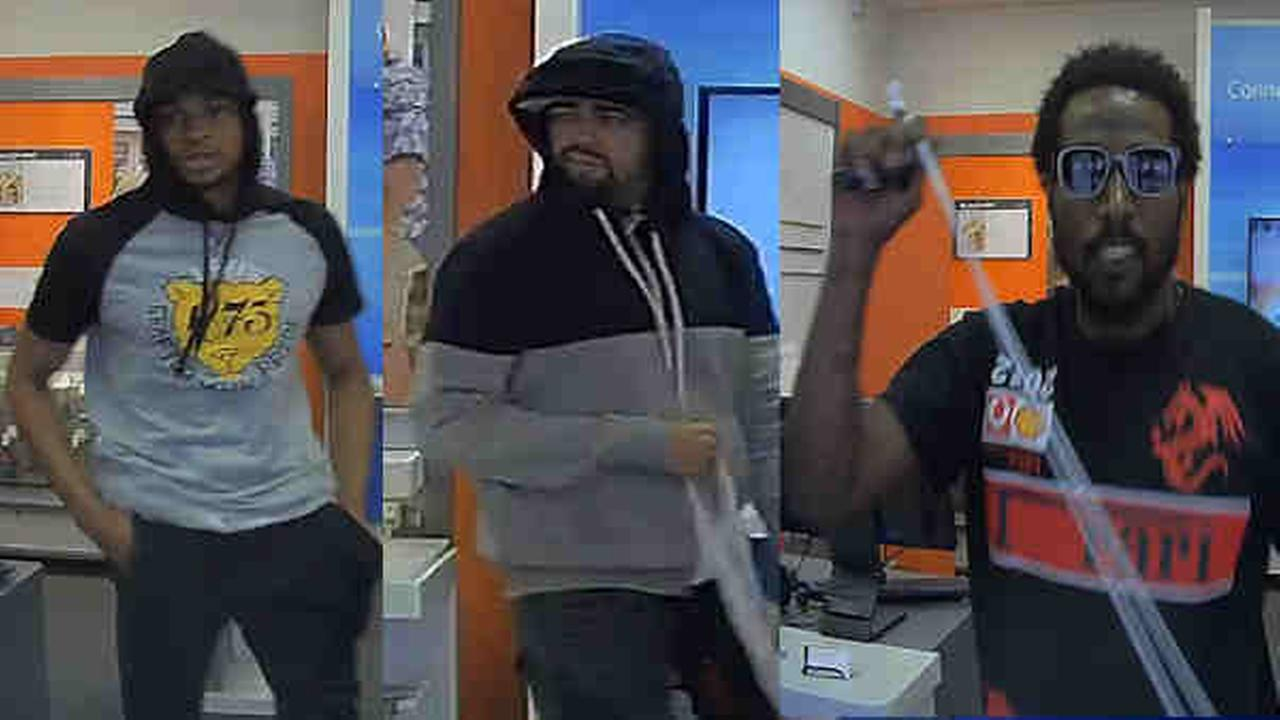 Park Slope AT&T store robbed; men at large, NYPD says