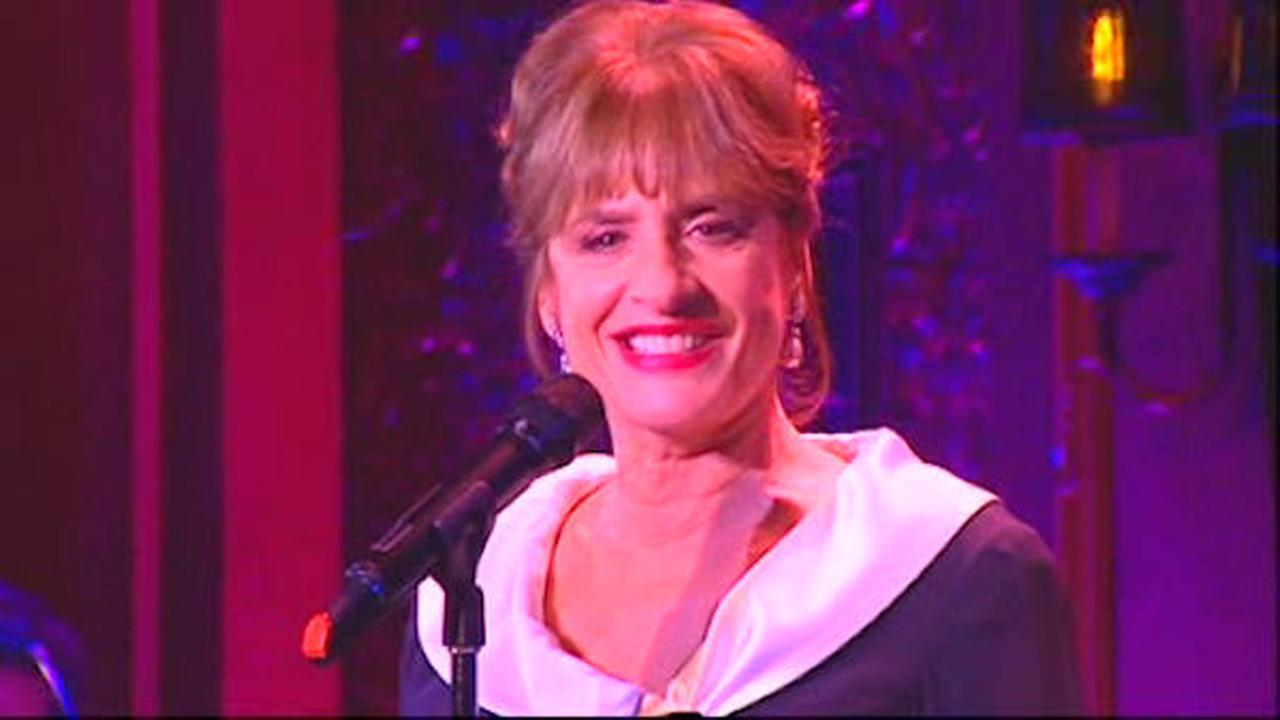 Patti LuPone snatches audience member's cellphone