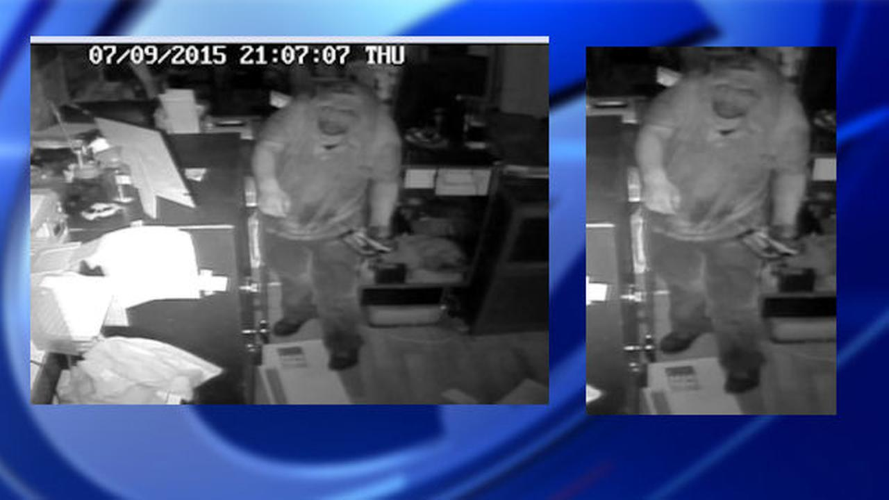 Police seek suspect in burglary of Queens cell phone store