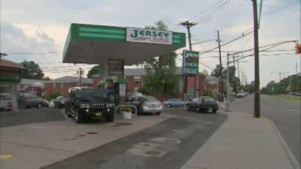 Clifton gas station attendant in hospital after trying to stop robbery