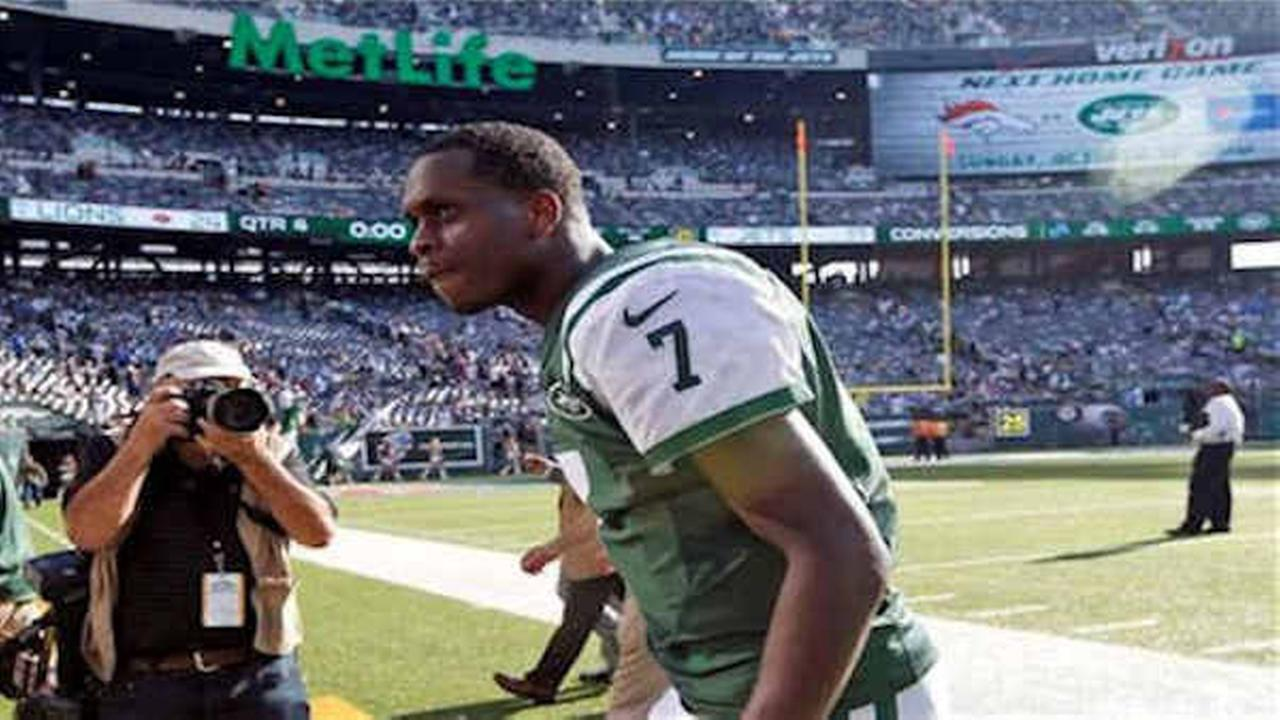 Jets' Geno Smith out 6-10 weeks after 'sucker-punched' by teammate