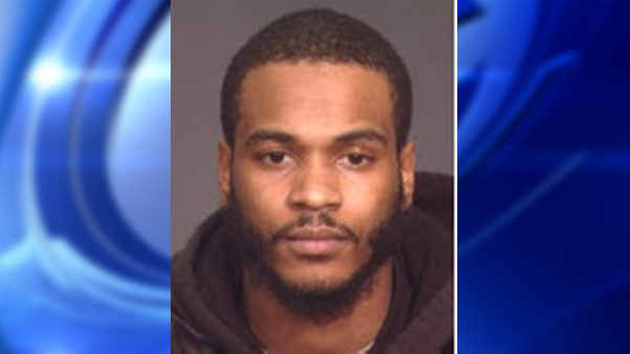 Police search for trespassing suspect who escaped custody in East Harlem