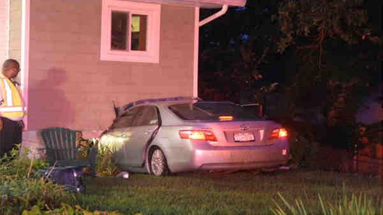 Car crashes into home in North Amityville