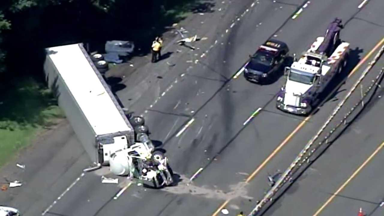 2 killed in multi-vehicle crash on I-87 in Rockland County involving