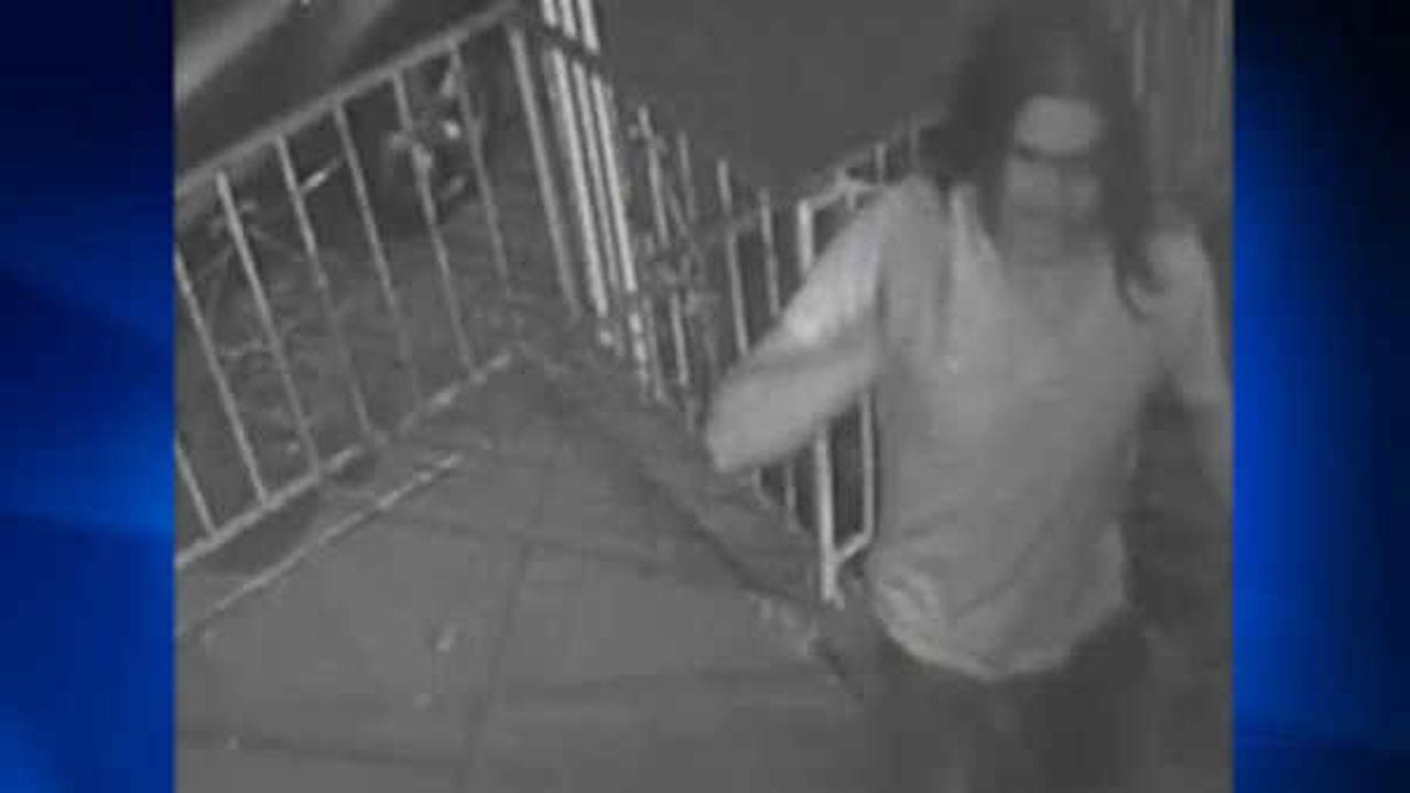 Police hunting for suspect in attempted rape in Brooklyn
