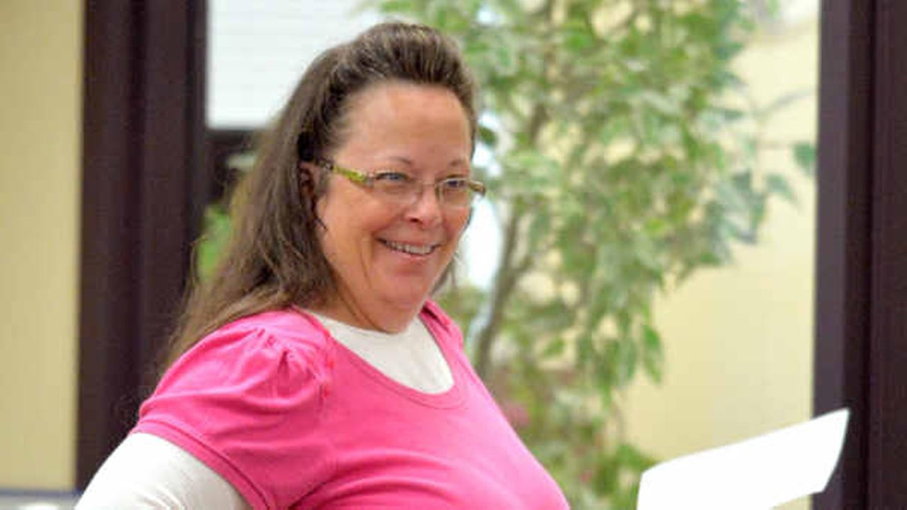 Despite court ruling, Kentucky clerk again refuses to grant same-sex marriage licenses