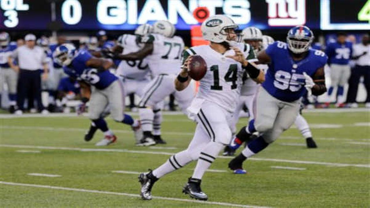 SNOOPY BOWL: Fitzpatrick throws 2 TD passes, Jets beat Giants 28-18