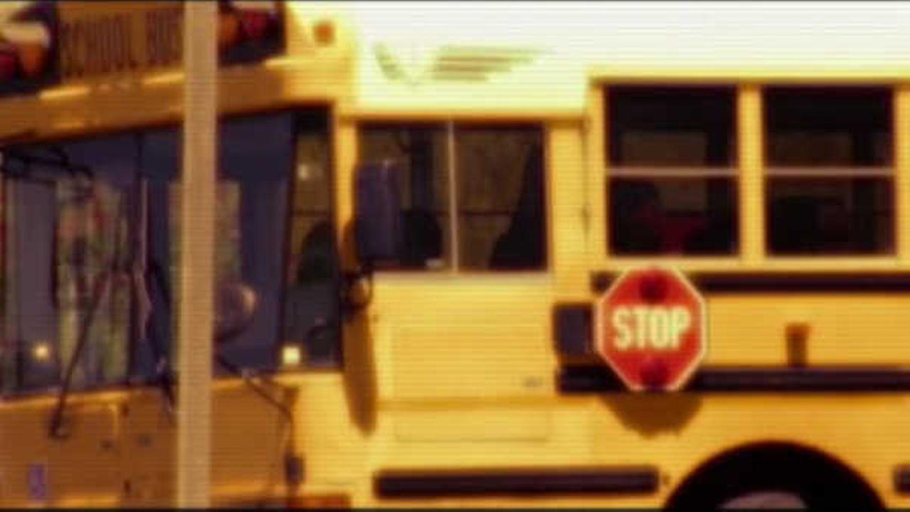 Police: Woman tries to lure students on fake school bus in West Islip