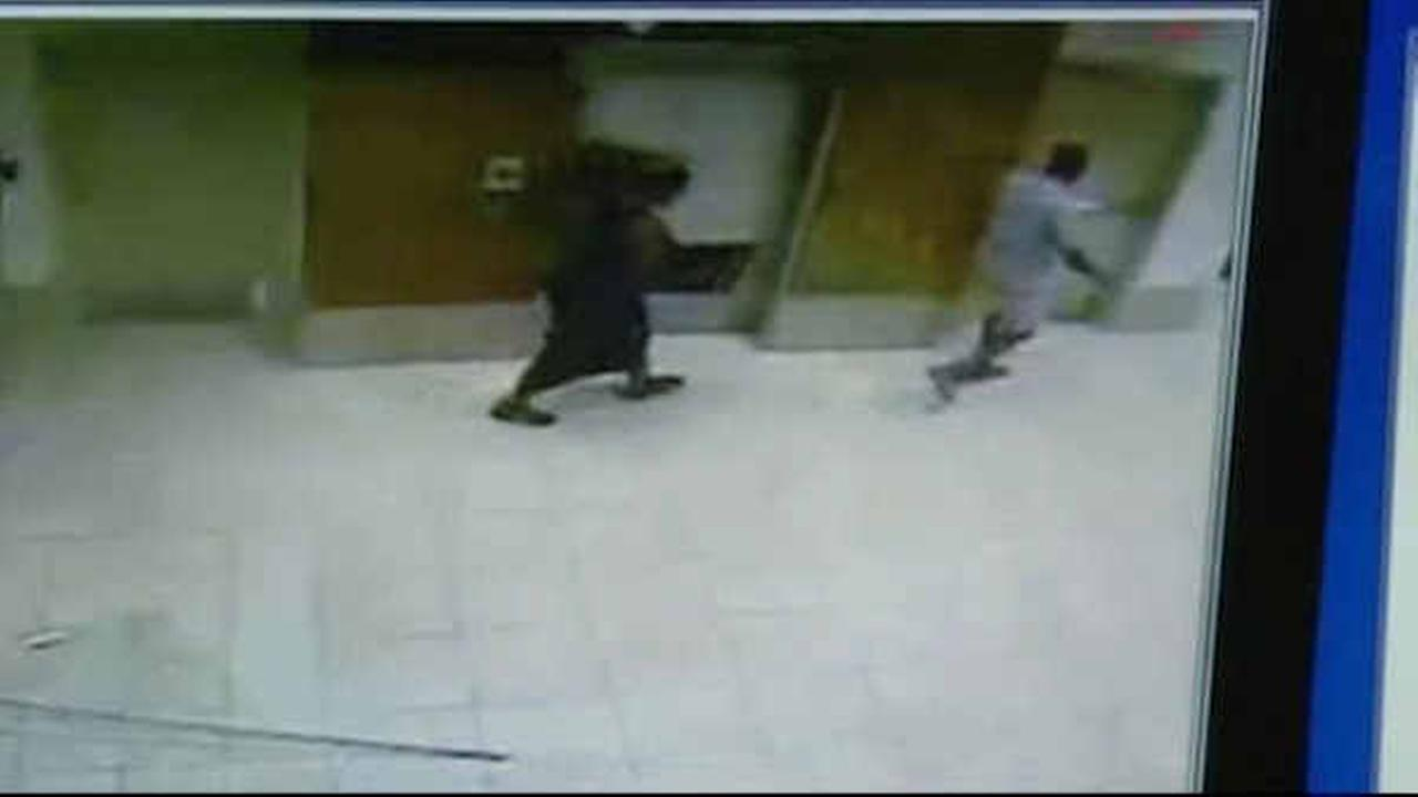 Would-be thieves get stuck in elevator after jewelry heist