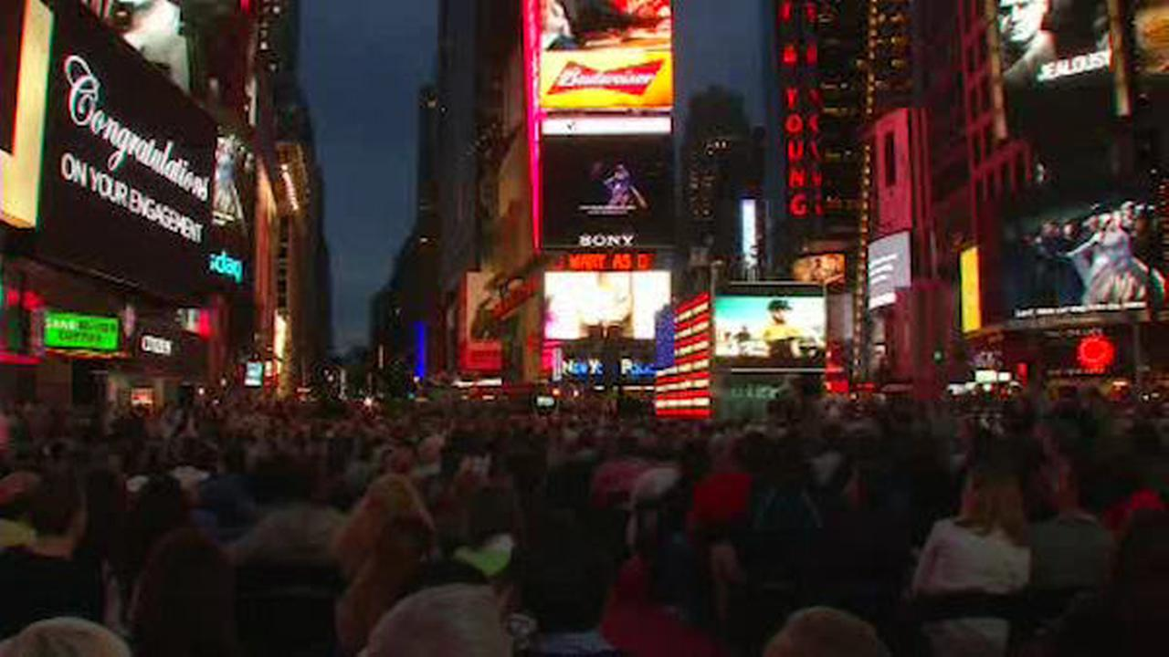Night of opera right in Times Square