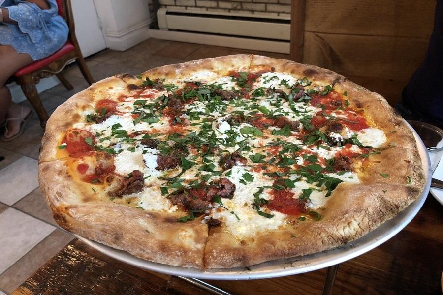 Pizzeria La Rosa. | Photo: Jerry L./Yelp