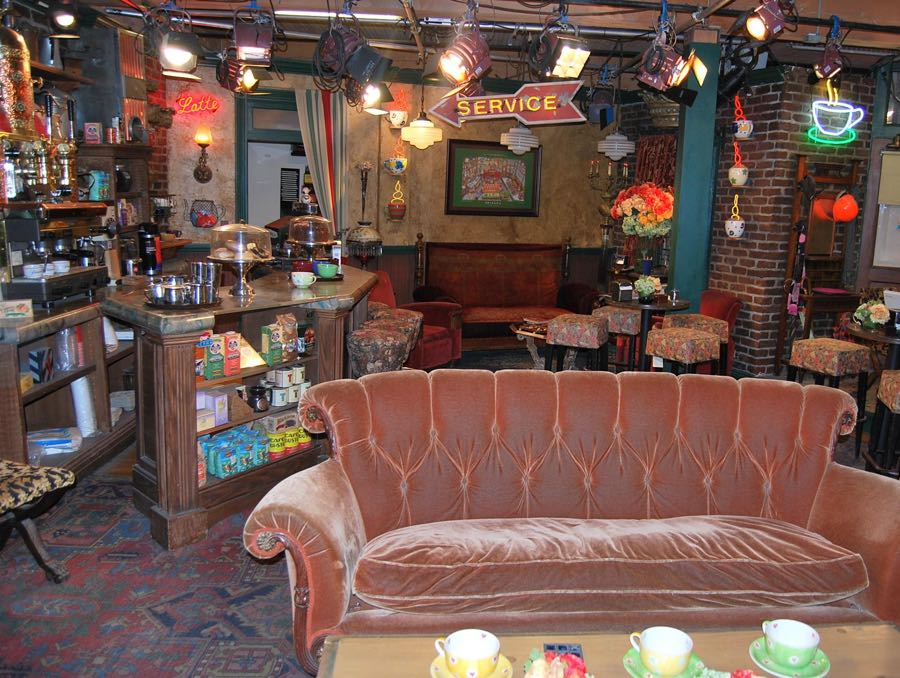 The set of Friends at Warner Bros. Studios. | Photo: Jan Klaver/CC BY-SA 3.0