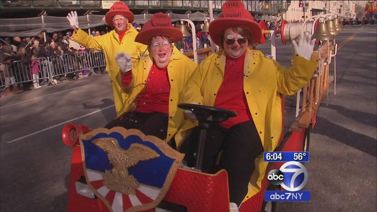 84-year-old woman fulfills dream of being a clown in Thanksgiving Parade, this time with her family