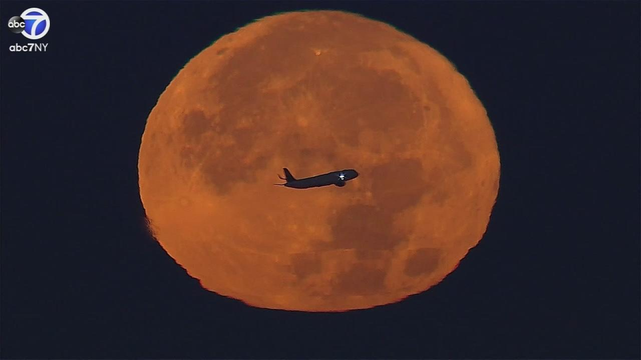 Plane flies right past supermoon