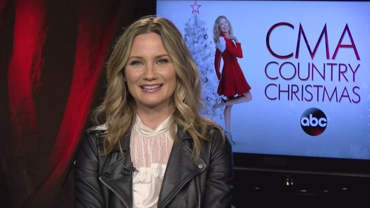 Jennifer Nettles talks about hosting CMA Country Christmas
